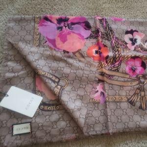 Gucci bloom square scarf